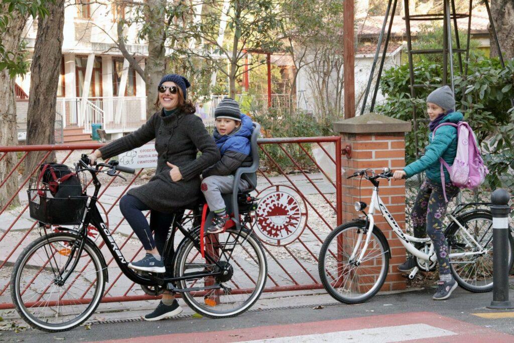 Bici elettrica con portabimbo